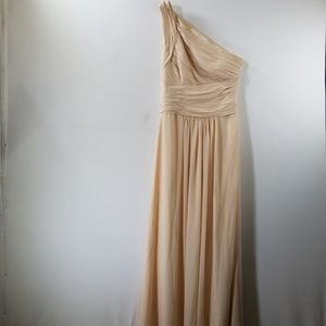 Monique Lhuillier Peach Ruffled One Shoulder Gown